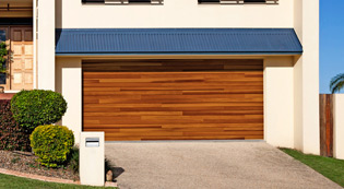 ----garagedoor-types_AccentPlanks.jpg